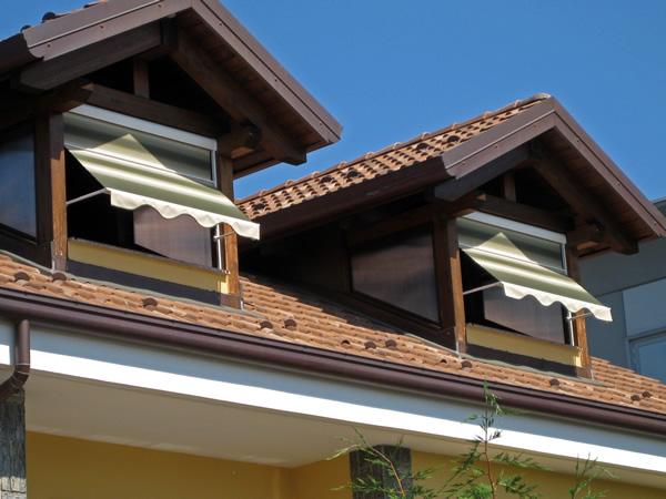 Tende da sole a bra grosso tende a cuneo - Tende attaccate alle finestre ...