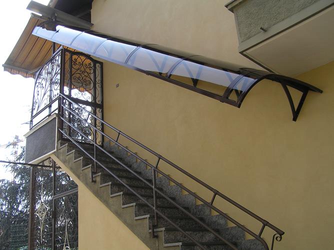 Casa moderna roma italy copertura pensilina - Pensiline ingresso casa ...