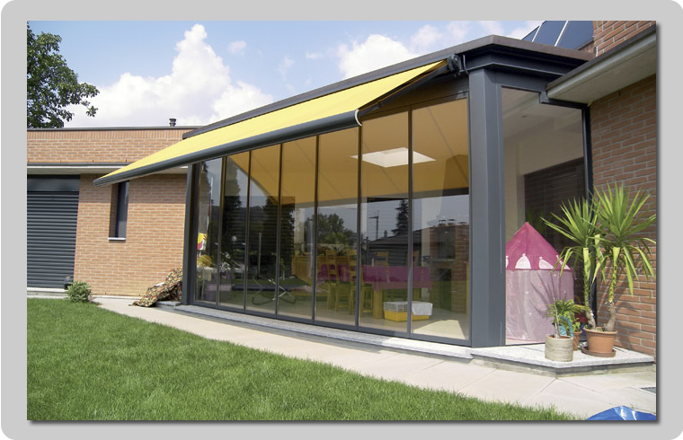 Vetrate e verande panoramiche con telaio o tutto vetro per - Verande mobili per balconi ...
